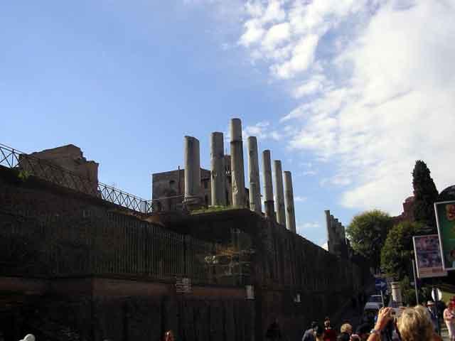 Колоннада Храма Венеры и Ромы