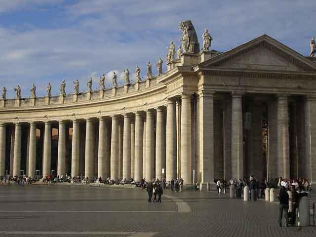 Колоннада собора Св. Петра