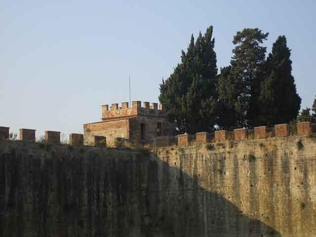 Стена еврейского кладбища