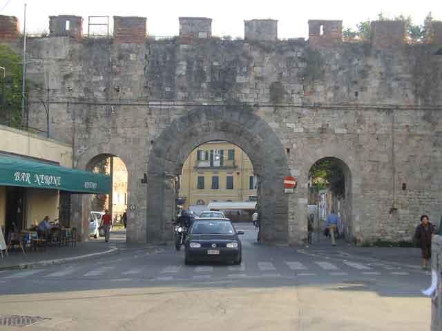 Ворота в крепостной стене