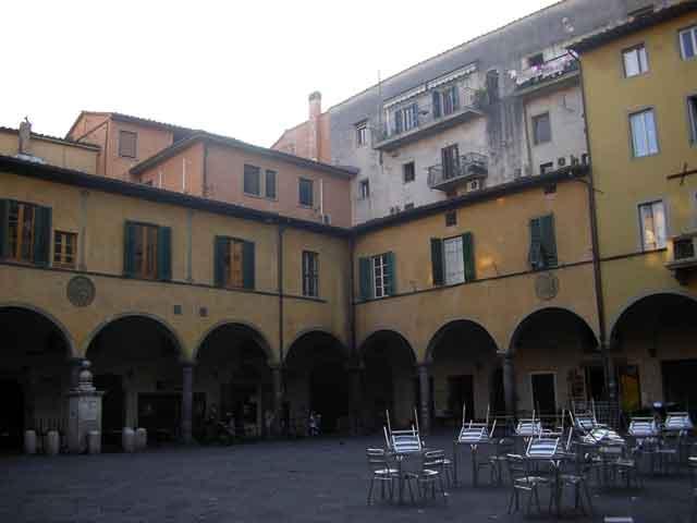 Площадь Piazza delle Vettovaglie
