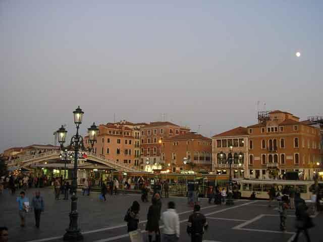 Площадь перед вокзалом Венеции
