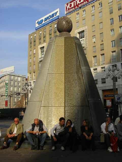 Фонтан на площади Сан Бабила